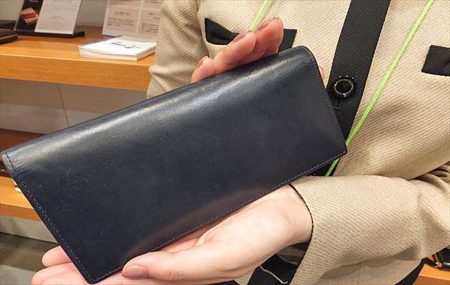 ココマイスターの女性社員M女史の財布写真