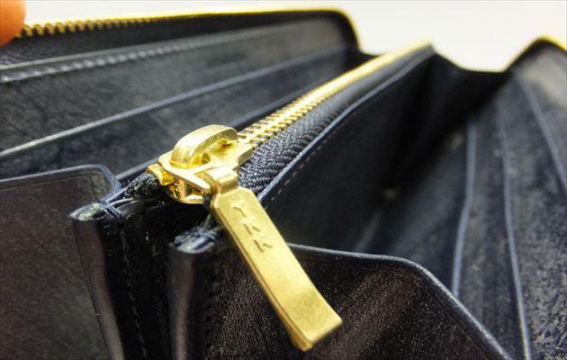 YKKの金色のファスナー