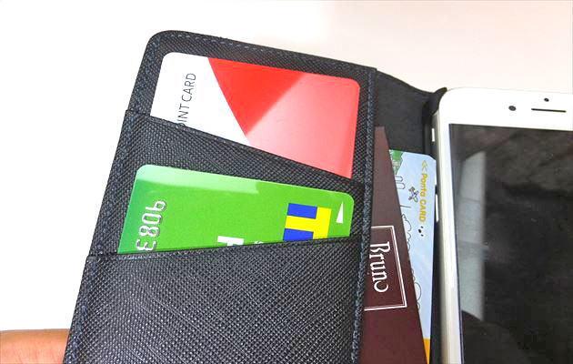 小ポケットにカードがいります