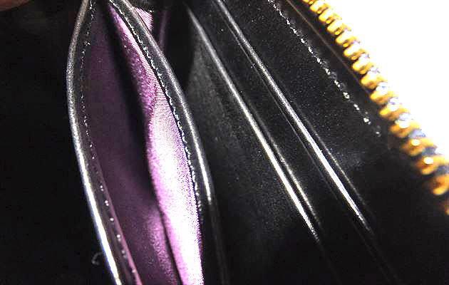 小銭入れ部分も紫
