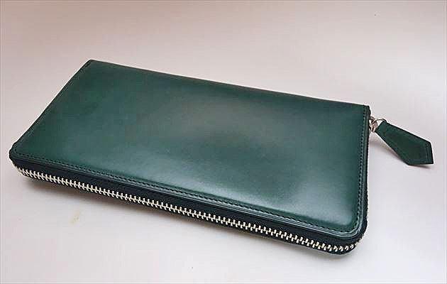 気品のある緑色の財布