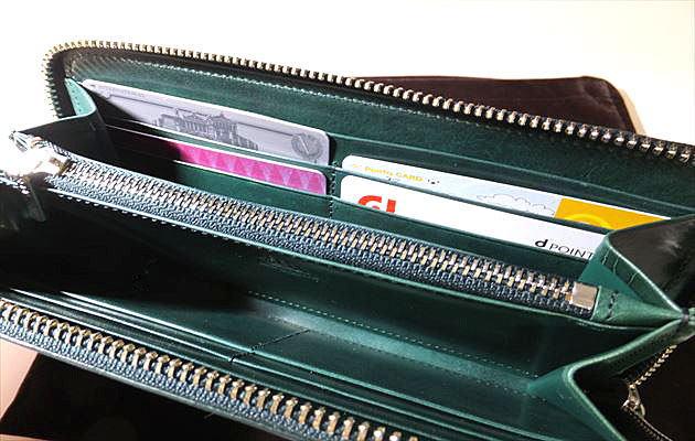 カードポケットは両側合わせて8枚分