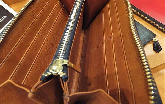 ブルースネイビーの内装の色はマットーネブランデー