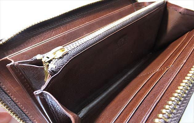 ロイヤルチョコの内装の革はマットーネのビターチョコと同じ
