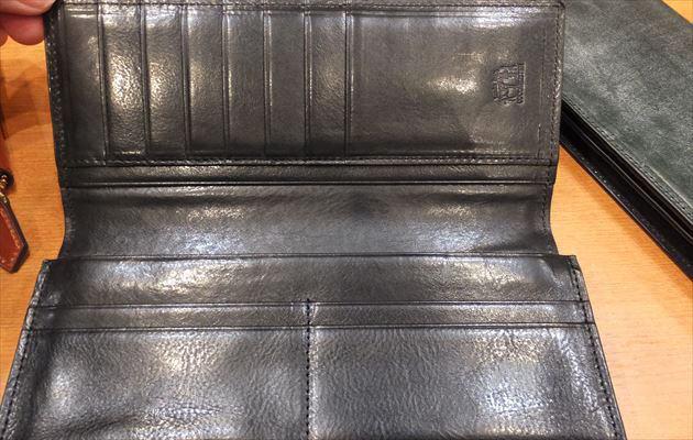 ステージブラックの内装の黒