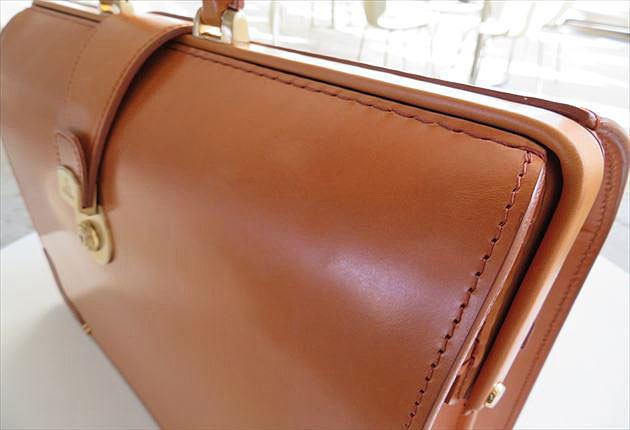 ブライドルダレスバッグのロンドンキャメルの美しい革の表情