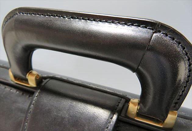 ブライドルダレスバッグのハンドルの写真