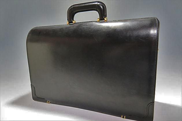 ブライドルダレスバッグの背面から撮影した写真