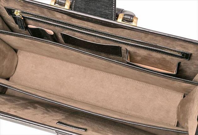 ダレスバッグ最大開いて固定した写真