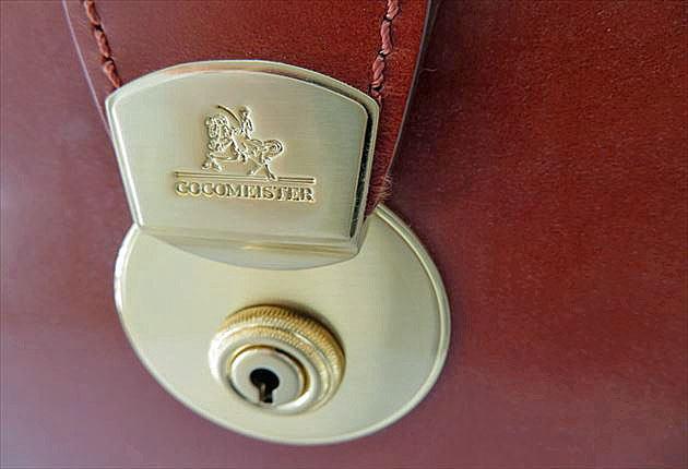 ココマイスターオリジナルの錠前が美しい