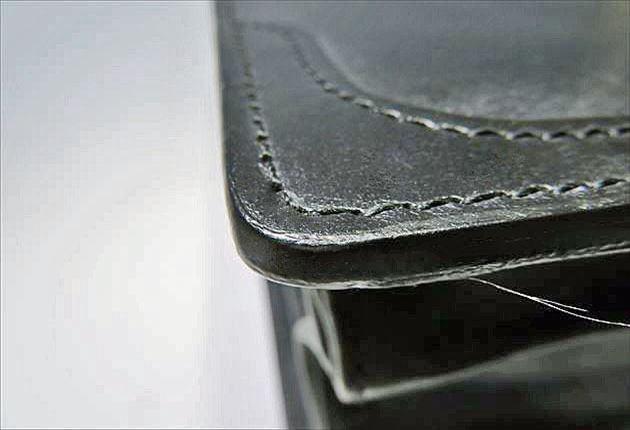 ブライドルダレスバッグのコバ処理の写真
