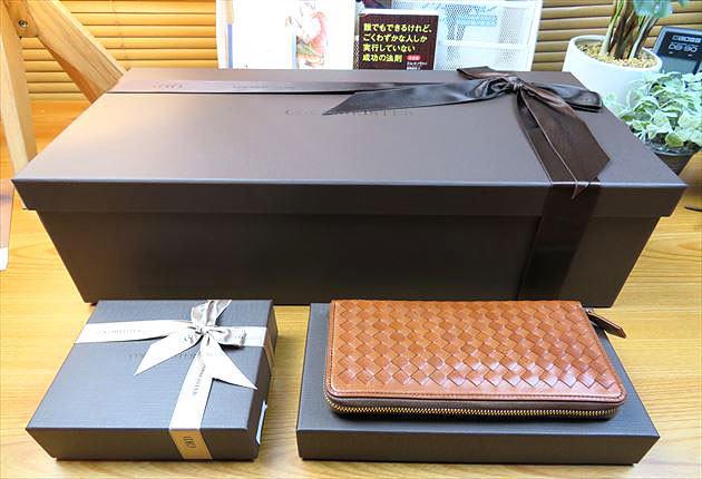 マットーネオーバーザウォレットの箱と比較した写真