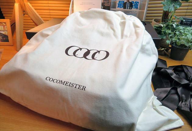 ココマイスターのバッグを入れる白い袋