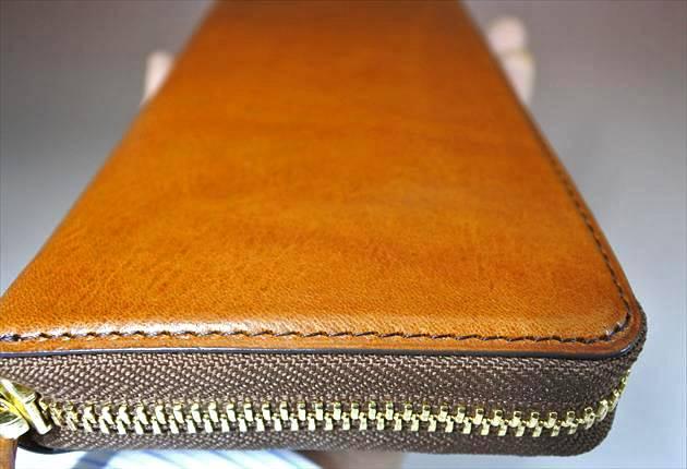 財布職人の縫製技術の素晴らしさを伝える写真