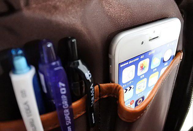 内装のフリーポケットにiphone6sを当然のように入れた写真