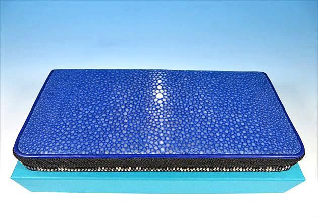 鮮烈な青色のポリッシュブルーの画像