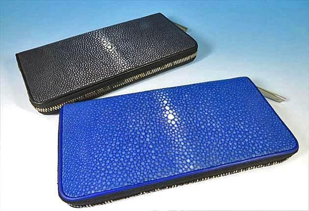 ガルーシャ財布を二つ並べてスターマークを比較