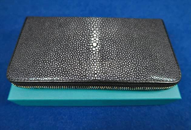 ガルーシャ長財布ポリッシュブラックの全容写真