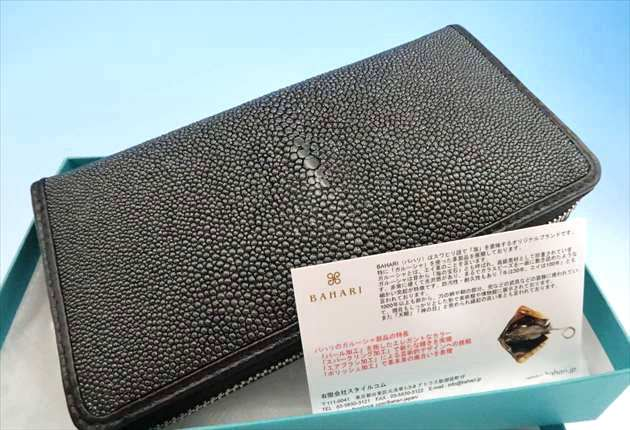 BAHARIガルーシャ長財布を開封した写真
