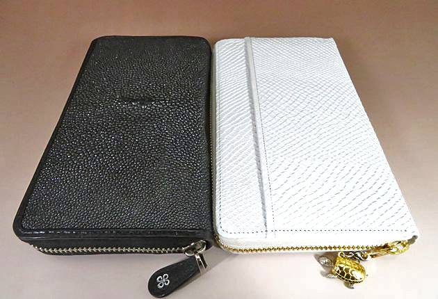 ガルーシャ財布と白蛇財布のサイズ比較