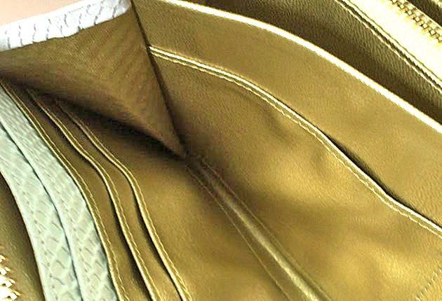 財布内側の美しい金色