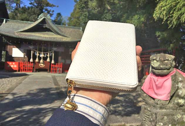 真っ白い白蛇財布の写真