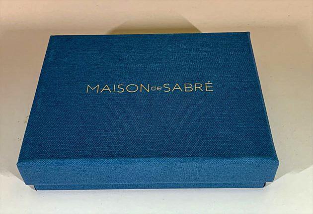 メゾンデサブレの青いケース